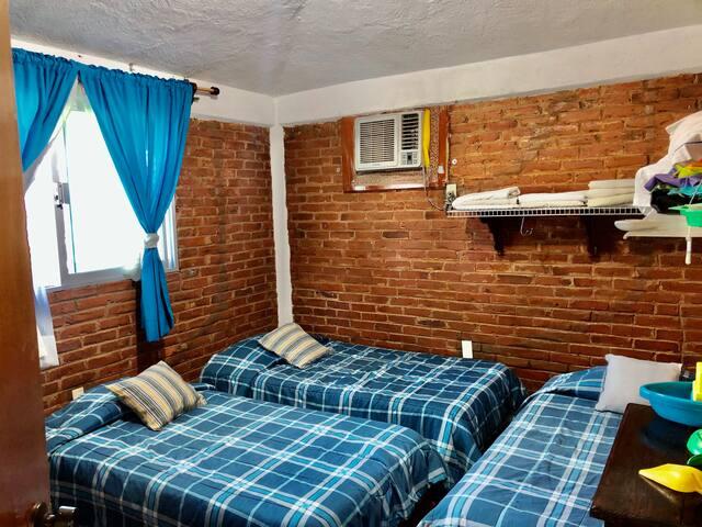 Recamara con 4 camas individuales