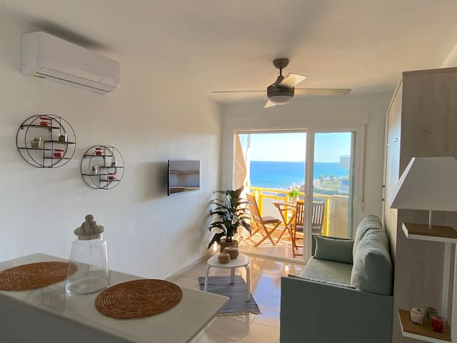 FrontBeach Studio FREE POOL/WIFI couples spot