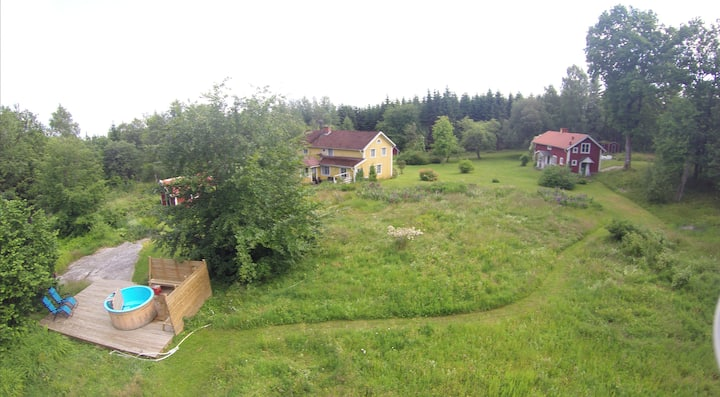 Kylås Vildmark: 2 stugor för 18 personer.