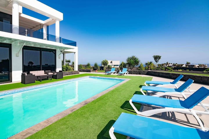 VILLA JESSY LUXURY GOLF + piscina y vistas al mar
