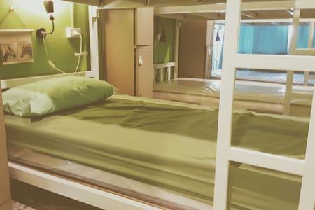 Mix Dorm (5) At Staying Hostel - Tambon Rachathewa