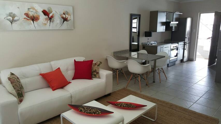 Modern 2 bedroom apartment in Lonehill - Lonehill - Apartamento