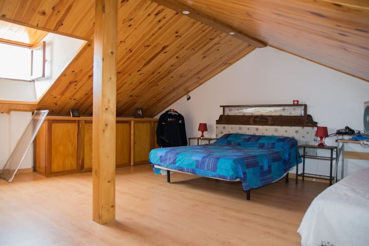 Habitación buhardilla