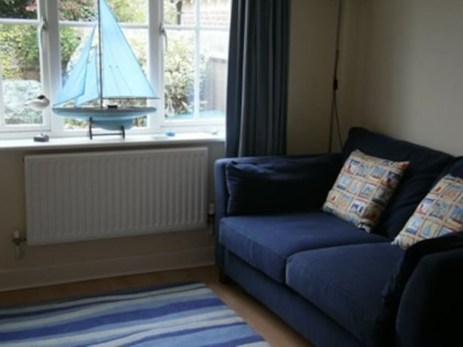 Comfortable lounge with flat-screen TV/blu-ray and access to garden.