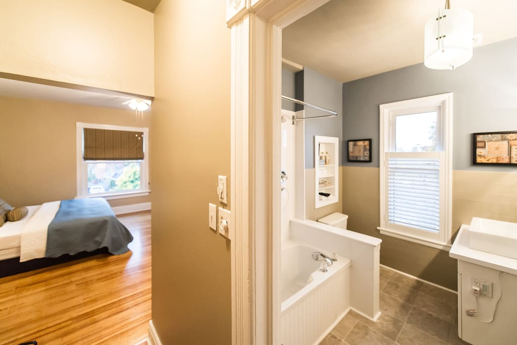 Kennedy Room with large ensuite single person jet tub/shower combination