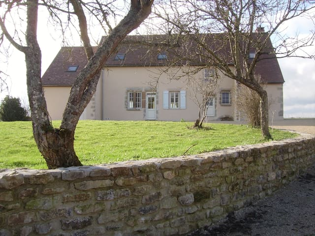 LUXURY FARMHOUSE NEAR NOLAY + A6, PAYS DE BEAUNE - Thury - House