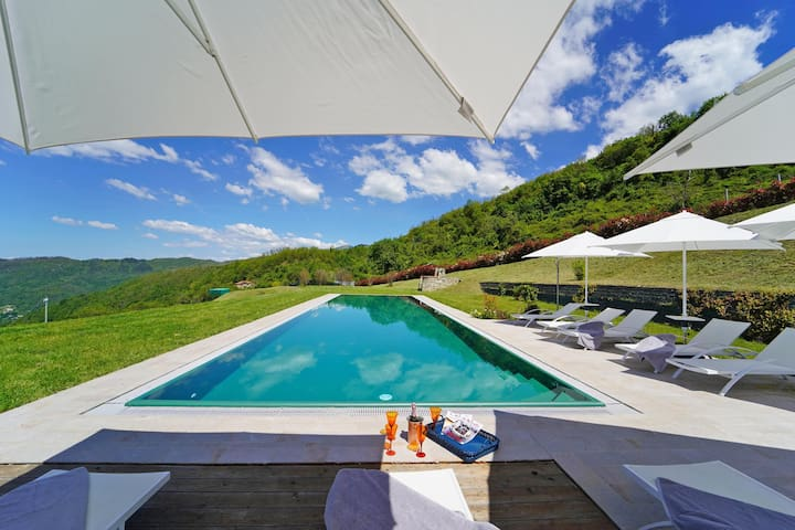 VILLA Podere Gaia, 10 pax with pool near to 5Terre