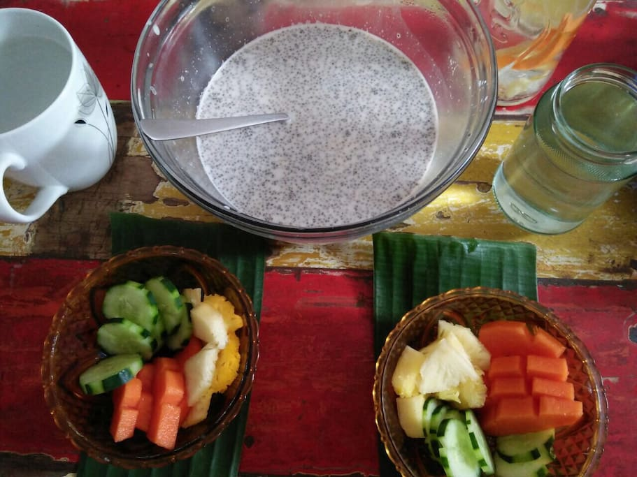 Chia porridge & fruit