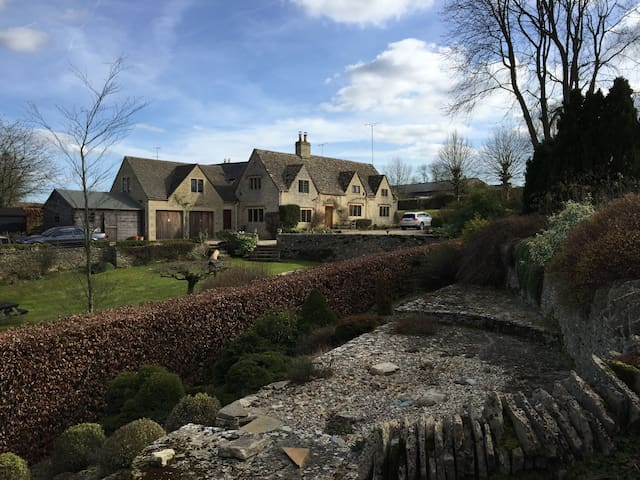 Beautiful Cotswold Stone Cottage - Coberley - Rumah