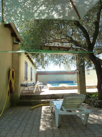 Maison familiale jardin & piscine à 5 min de Nîmes - Marguerittes - House