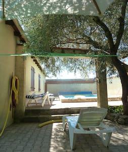 Maison familiale jardin & piscine à 5 min de Nîmes - Marguerittes