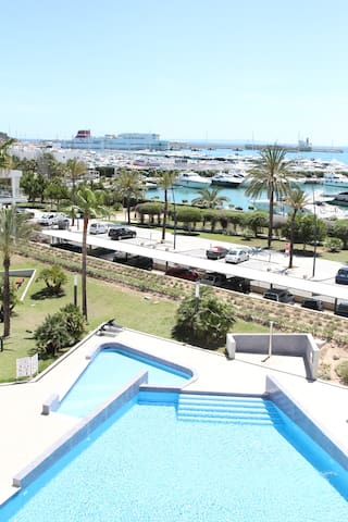 Luxurious seafront apartment in marina  botafoch