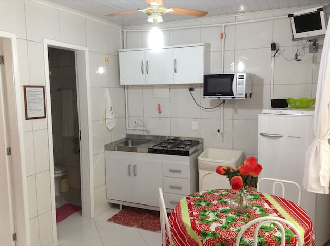AP 1 QUARTO,COZ E WC MOB WIFI AR C TVA 200MTSPRAIA - Balneário Camboriú - Wohnung