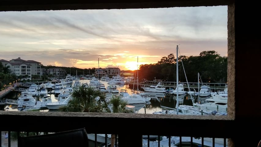 Sunset Cove HHI- 2BR/2 Bath Water View Villa