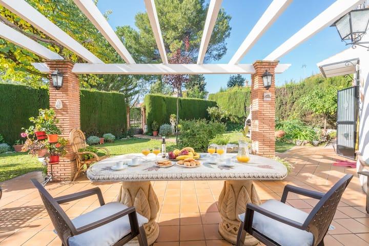 Bonita casa entorno natural. 10min Granada capital