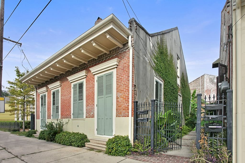 Charming 1 Bedroom Hideaway In Treme Cottage Apartments For Rent In New Orl