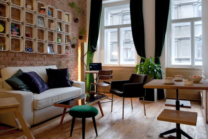 Very Central Artist Flat - few minutes from Center - Prague - Apartment