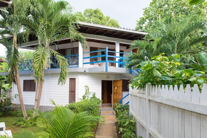 Negril Beach #Wifi #W/D #B/F 2Br - เนกริล - อพาร์ทเมนท์