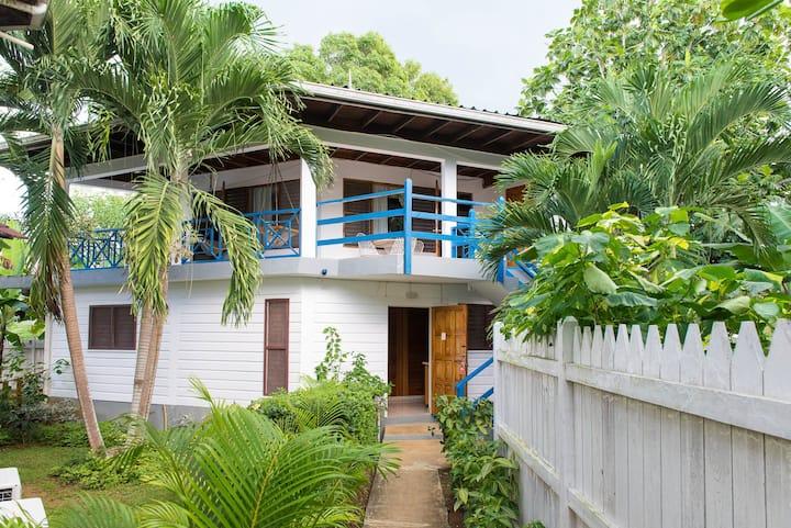 Negril Treehouse  #Wifi #W/D #Pool #Gym#Beach