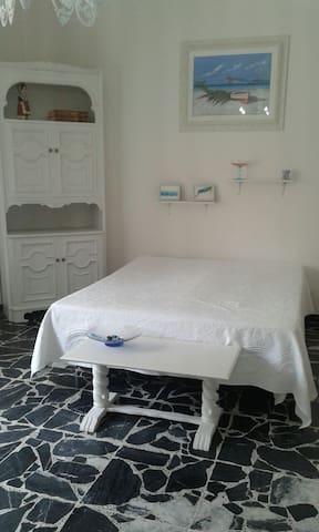 stanza cucina cortile wifi free COSTO DUE PERSONE - Alghero, SS, Italia - Apartment
