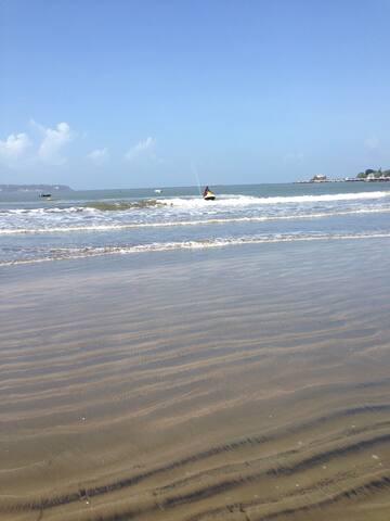 Decent welcoming beach