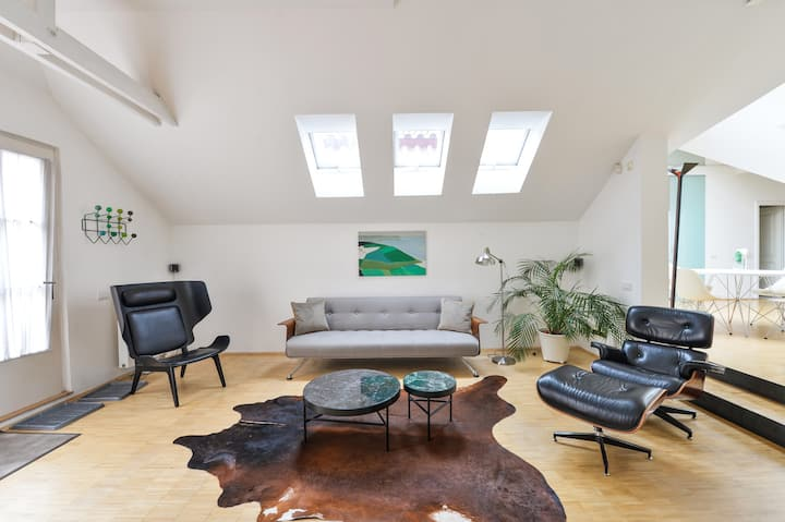 ECLECTIC LOFT AT ROYAL WAY