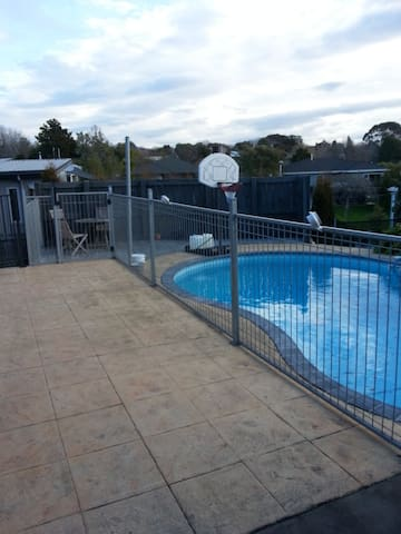 4 bedrooms of 5 in a sunny havelock north retreat - Havelock North - Hus