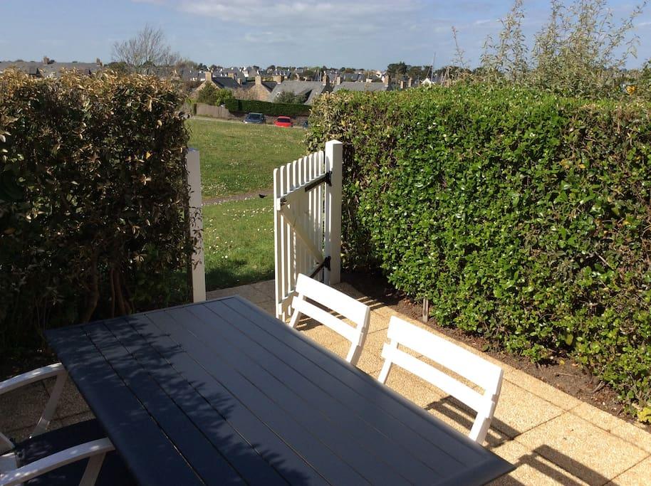 Terrasse ouverte sur espaces verts
