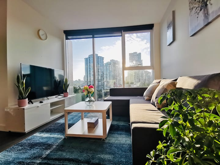 Luxury brand new 1 bdrm suite w/ parking Yaletown