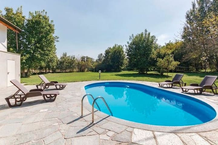 Captivating Holiday Home in Incisa Scapaccino with Pool