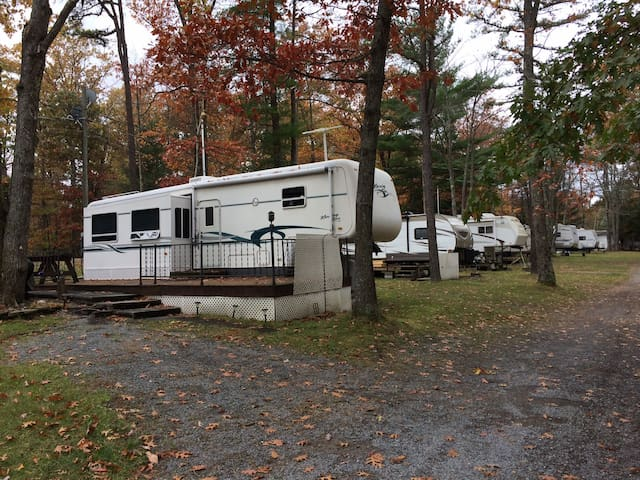 North Forty Camp Ground LG Camper - Lock Haven - Trailer