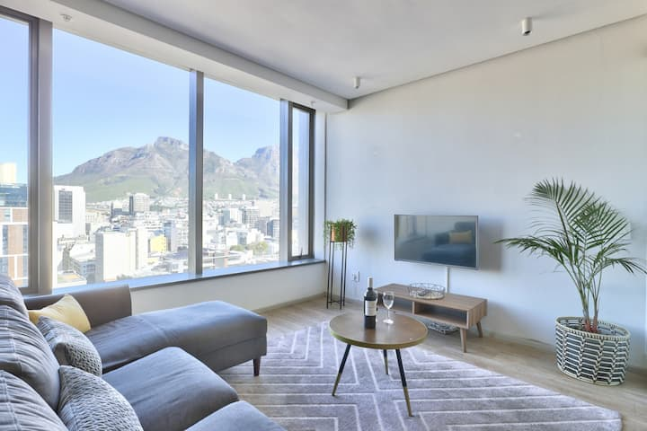 Chic Studio/ Breathtaking City and Mountain views