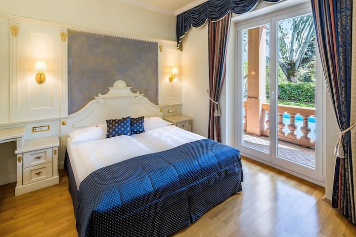 Superior Room with balcony to the river