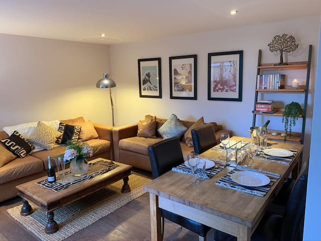 Newly renovated barn conversion close to town