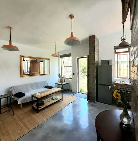 Cosy Rustically Modern one bedroom apartment