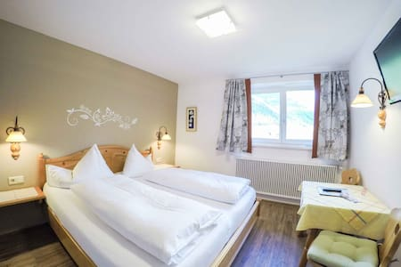 double-bed room with breakfast buffet - Löbenau - Szoba reggelivel