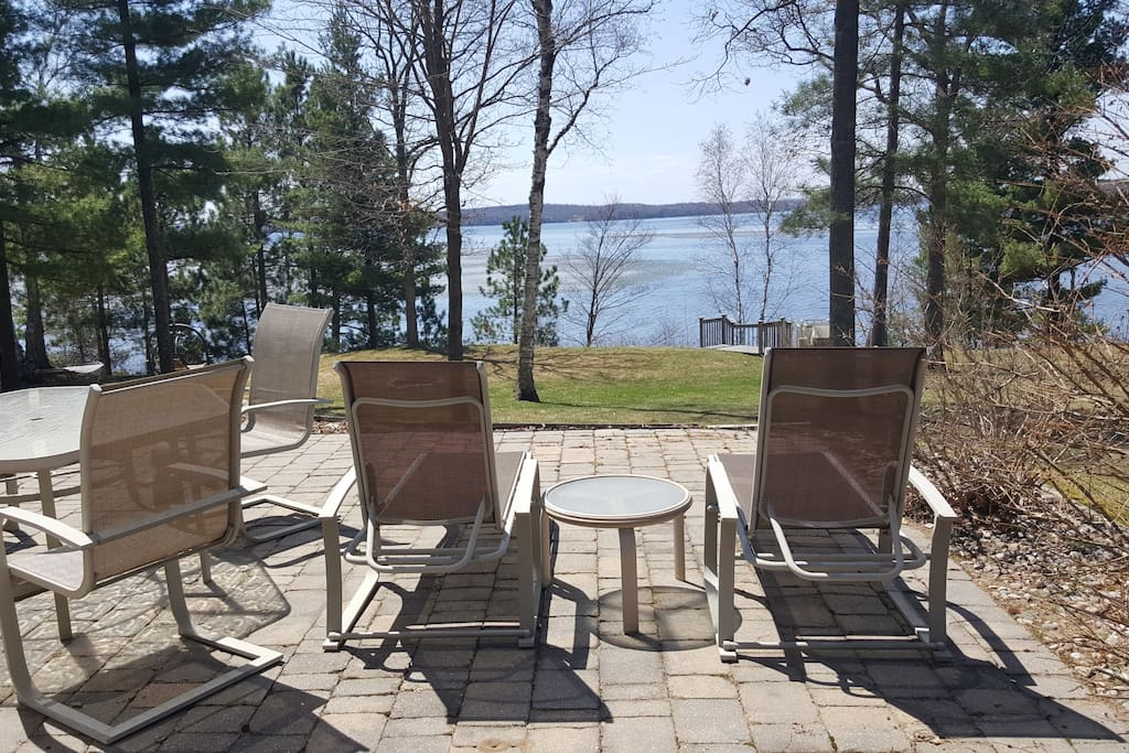 4 lounge chairs - 2 on each side of house