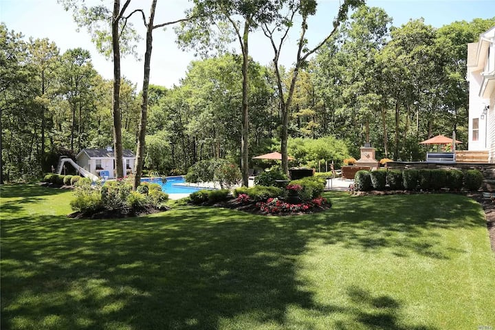 Private Summer Escape with heated pool & hot tub