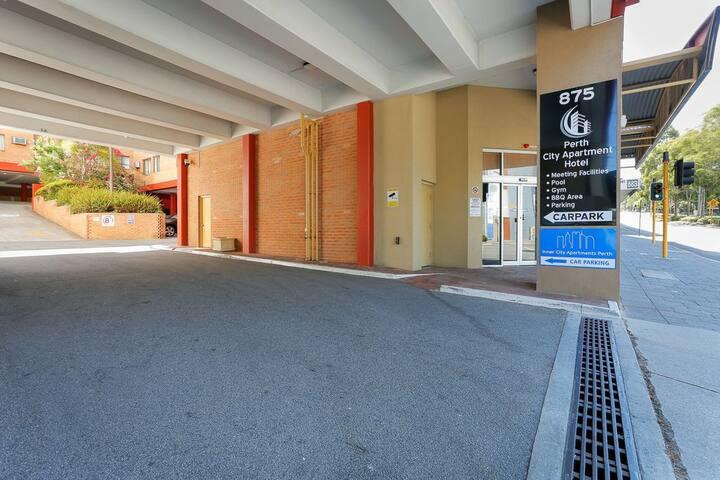 2BR Perth City Apartment : 409