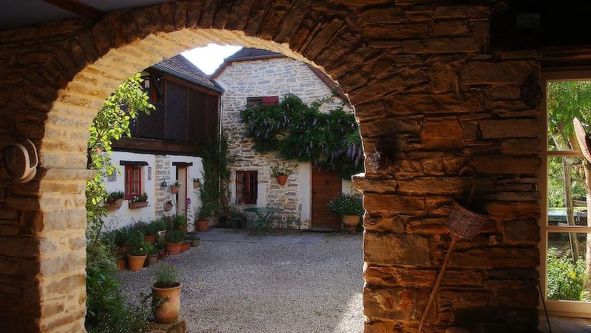 Twin room in a romantic chambre d'hotes - Lasseube - Bed & Breakfast