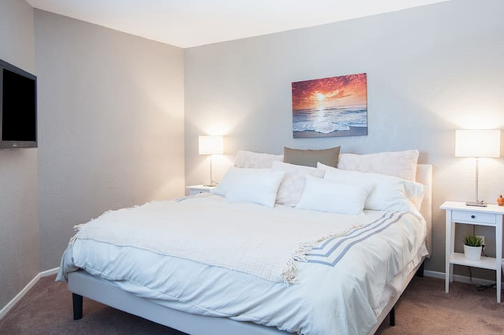 Spacious Private Room w/ King Bed by the Beach!