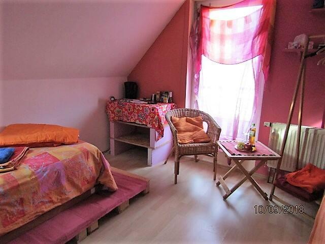 Sonniges Zimmer im Siegtal nahe Köln und Bonn