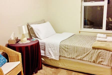 Solo Travelers Luxury BB by Airport - Christchurch - Bed & Breakfast