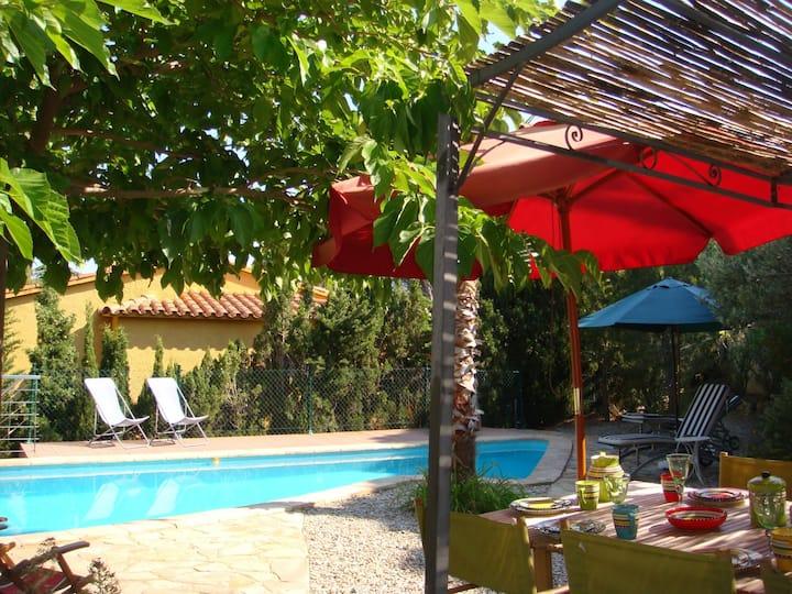 099 Maison à loueravec jardin et piscine privée dans quartier calme