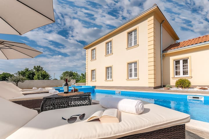 Villa Jakov
