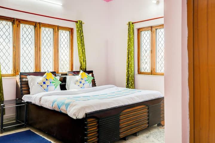 OYO Deluxe 1BR Abode in Dehradun