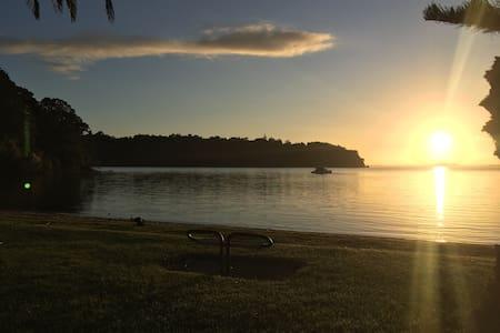 Warner Park Retreat, Sea views and natural setting - Auckland - Ev