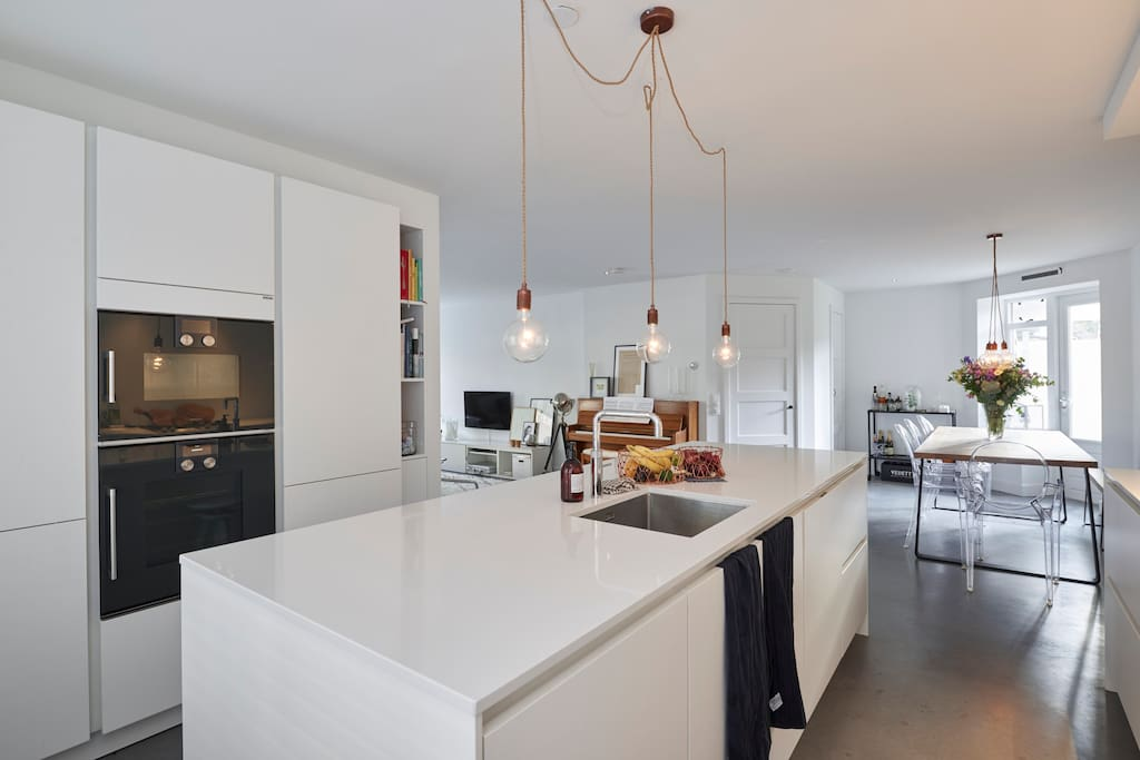 Modern kitchen with everything present for you to make yourself a great meal