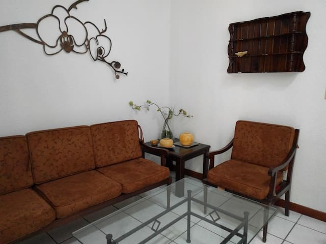 Spacious 2 bedroom Apt near La Aurora Airport Z 13 - Guatemala - Appartement