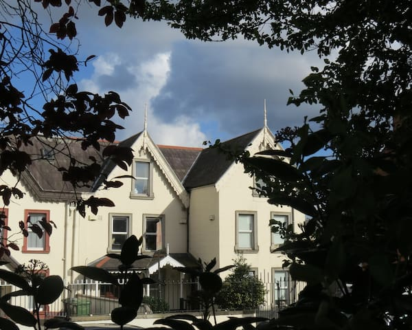 double bedroom facing the park + 2 bikes - Dublin - Flat